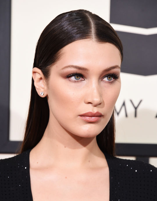 bella-hadid-grammys-2016-beauty-w540